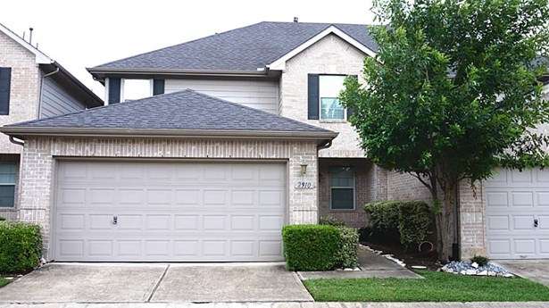 Spacious well-maintained patio home in a gated community (photo 1)