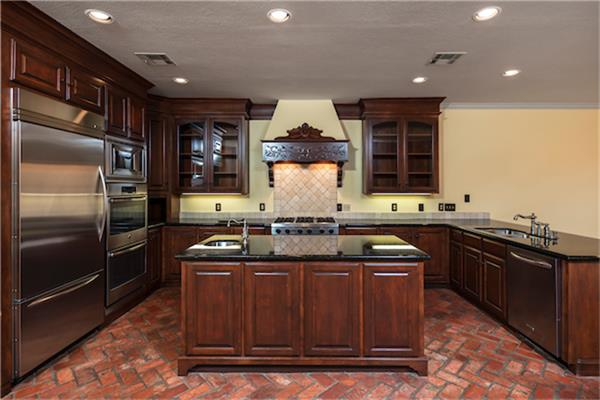 Large kitchen with an island is great for entertaining. (photo 4)