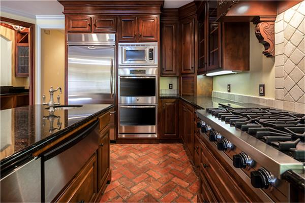 Custom cabinets, gas stove, double ovens, AND stainless steel appliances! (photo 5)
