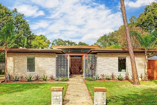 """Welcome to 10630 Olympia Drive! This architecturally significant mid-century home in Walnut Bend was dubbed """"The Town House"""" by Robert E. Pine, who built this for the 1960 Houston Chronicle Parade of Homes. This home features 3 bedrooms, 2 full baths (photo 1)"""