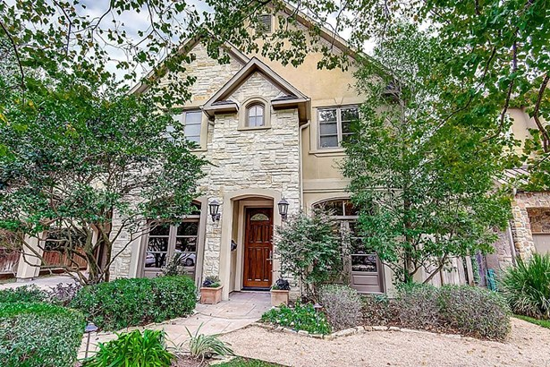 House has Never Flooded. You will not want to miss this opportunity! A great house, on a great street in Bellaire. Exemplary schools. Refinished hardwoods, fresh paint and new carpet 10/17. Ready for move-in. (photo 1)