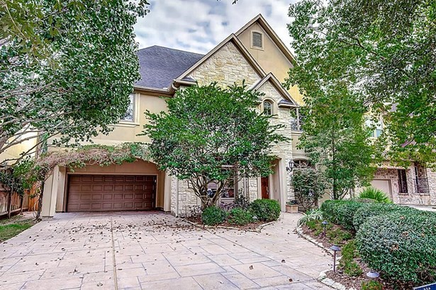 Beautiful home with lots of space and built-ins. Double driveway is stamped concrete. 3 car garage is coveted! Lots of mature trees that are invaluable.You MUST come see this home. (photo 2)