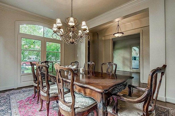 Another view of open bright dining room. (photo 5)