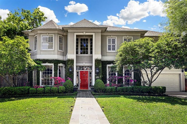 Traditional home in heart of Bellaire with 2 car garage, landscape lighting & sprinklers. Roof replaced 2016.