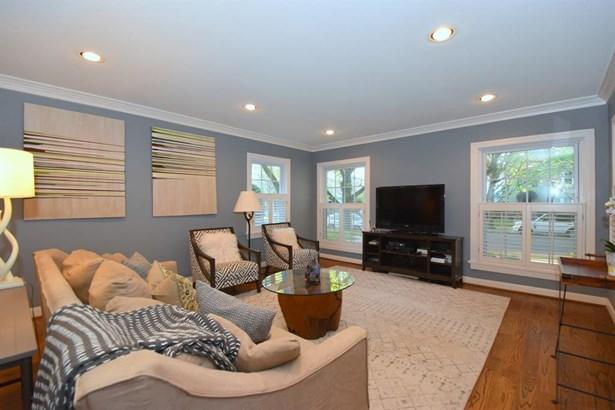 Opposite view of Living Room - Plenty of room for Artwork! (photo 5)
