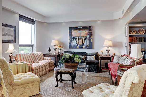 This welcoming living area is ideal for cozy coffee breaks and entertaining.