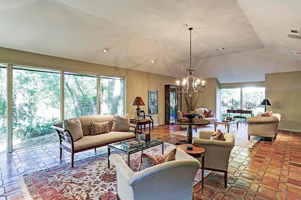 The formal living room is an open and inviting space for all. These vast windows are a statement piece, providing beautiful views of Buffalo Bayou. (photo 4)