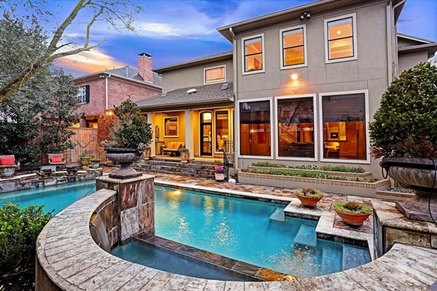 Exceptional Bellaire home with pool in a fantastic location! (photo 1)