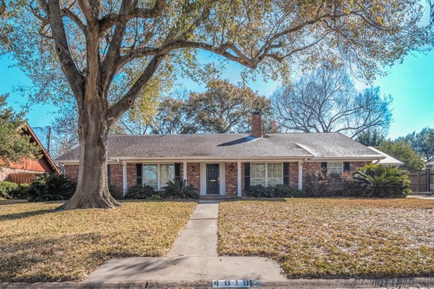 Ranch style home in Willow Meadows with formals, 3 bedrooms, 2.5 baths, open kitchen and den overlooking the back yard and patio. (photo 1)