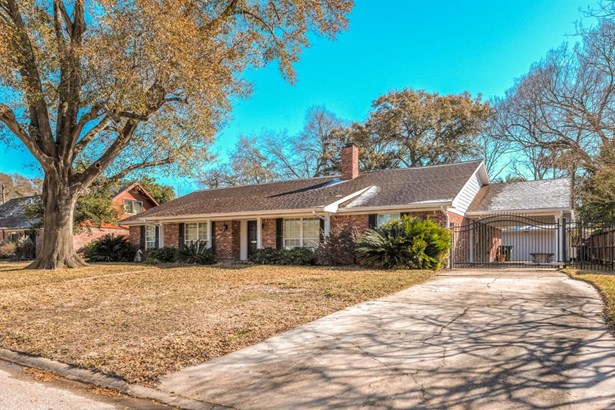 Side view of this wonderful home with gated driveway, 2-car garage and porte cochere. This home has been remediated after Harvey and is ready for your own custom finishes. (photo 2)