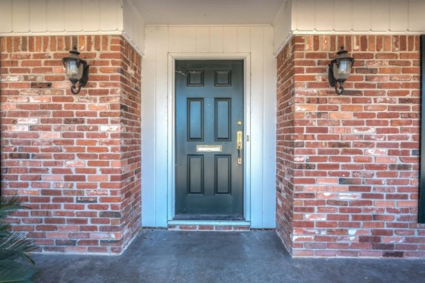 Covered front entrance with side lanterns and traditional front door provide a welcoming invitation to your guests. (photo 3)