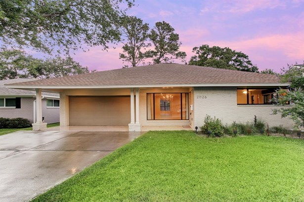 Mid century modern style home that has been expanded and renovated to capture todays most sought after features. Brick structure makes for easy maintenance. (photo 2)