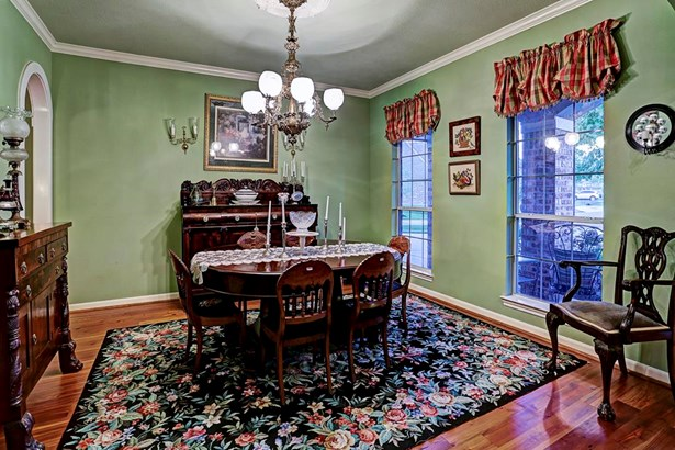 The formal dining room has beautiful crown moulding throughout and rich pinewood floors. The room overlooks the front yard. (photo 2)