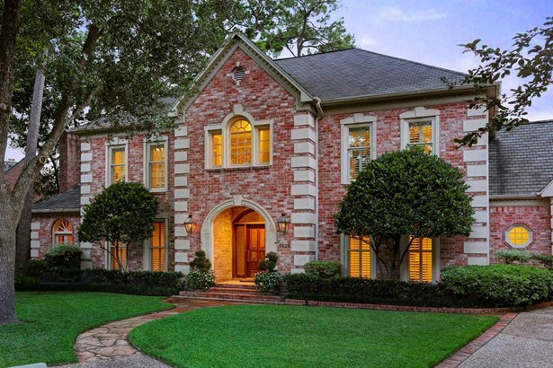 Welcome to 5529 Briar Drive! Custom built home designed by John Sullivan located on quiet private enclave in Broad Oaks. (photo 2)