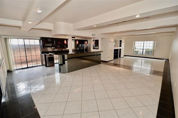 Stunning 1st floor living space. (photo 1)