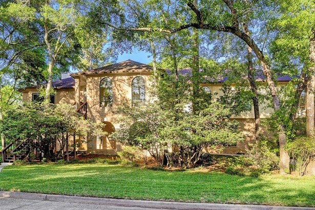 This exceptional custom home, located on a lovely wooded one-acre lot and built in 1986, features high-end finishes and many, many desirable details. (photo 1)