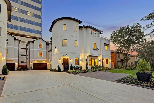 Beautiful new town home in a wonderful location. Large front yard, rooftop terrace, two car garage and additional two car guest parking space. (photo 1)