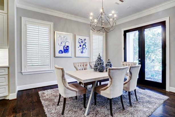 Dining room with access to covered front patio and yard. (photo 5)