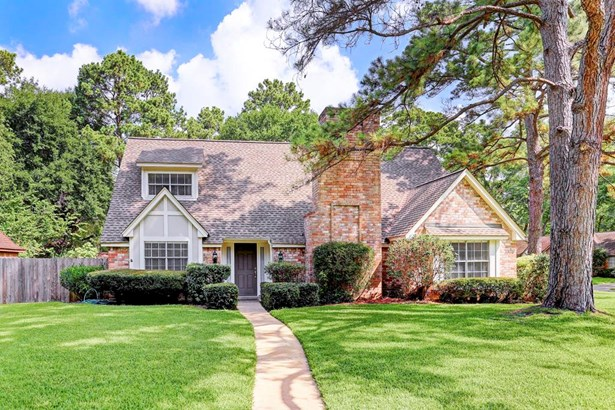 Wonderful home on large corner lot with three car garage and New Roof with Radiant Barrier installed, 5/17. (photo 1)