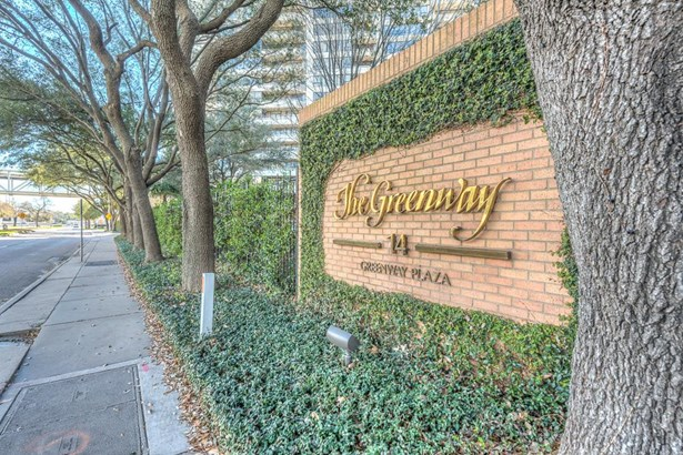 Welcome to turn-key living, beautiful surroundings and a great central location at the Greenway Condominiums! (photo 2)