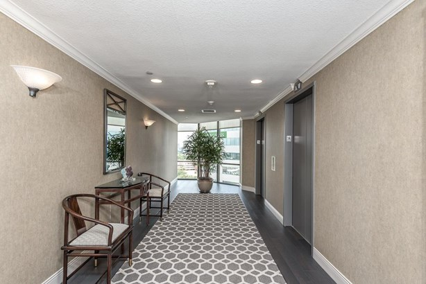 The 14th floor corridor is a great first impression with well-maintained common areas and easy elevator access for all residents. (photo 3)