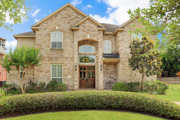 Wonderful custom built 2004 home, all brick with Master suite and study downstairs. Great floor plan and immaculate. Nice backyard space, excellent location on esplanade street. Close to Medical Center, museums, and downtown! (photo 1)