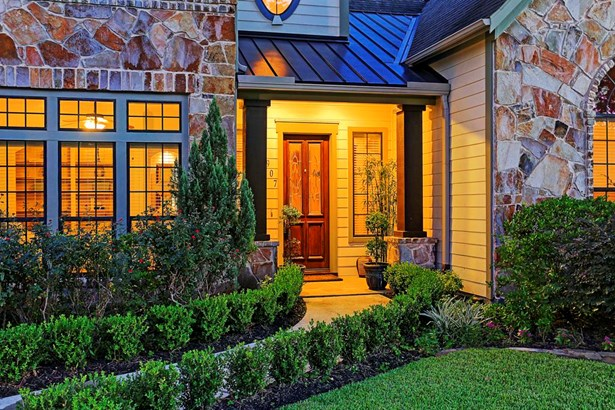 Warm and inviting entryway. Gorgeous stone and wood facade with professional landscaping. (photo 2)