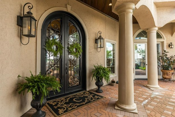 Formal Dining - Travertine floor. Stone arch entry. Custom glass chandelier. Recessed lighting. Wood French doors with plantation shutters. (photo 5)