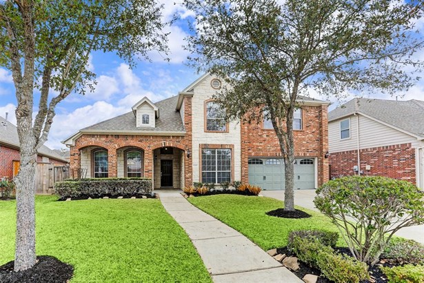 This beautiful 2-story brick home is located in the highly desirable Seven Meadows community. (photo 1)