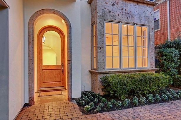 A Beautifully Paved And Arched Entrance. (photo 5)