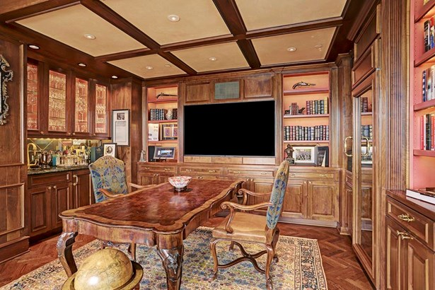 Opposite view of the living room you find the wet bar and impeccable panel details with contrasting Venetian plaster ceiling. Surround sound throughout, custom designed plumbing & cabinet hardware. (photo 4)