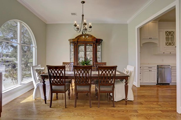 The dining room is grand and has plenty of room for large gatherings around the table. (photo 5)