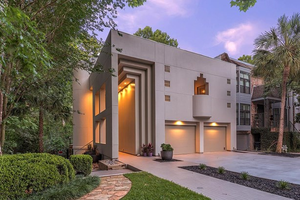 Stunning contemporary townhome with treehouse views located within a beautiful gated community on a private drive. (photo 1)