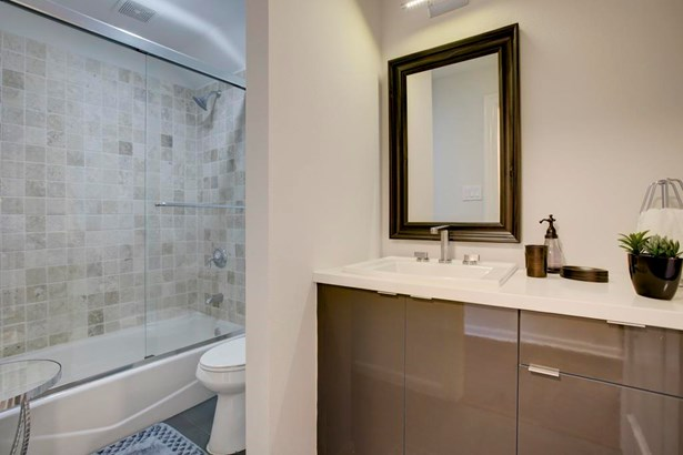 Full bathroom on first floor serving both secondary bedrooms (photo 5)