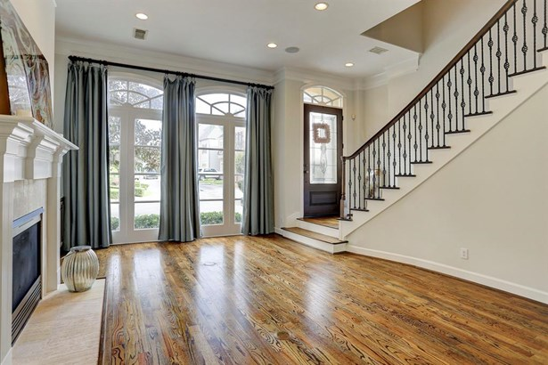 Formal living room with wall to wall windows overlooking the front area. Gorgeous hardwood floors, crown molding, surround sound and 12' ceiling (photo 4)