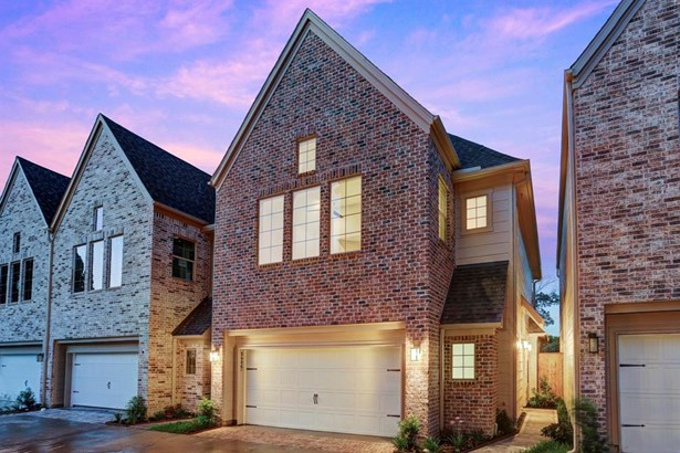 Riverway Development introduces the Arrowwood Collection, a gated enclave nestled in conveniently located Spring Branch. This Holly floor plan offers 3 bedrooms, 3.5 baths and a 2 car attached garage. Photo of a similar completed home in the community. (photo 1)
