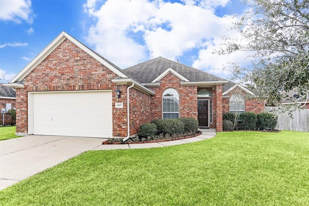 Welcome Home! This beautiful one-story brick is perfect for your family! (photo 1)