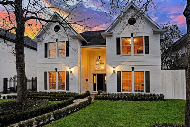 Beautiful re-modeled home (2018) on a quiet cul-du-sac street in Bellaire. Rivals new construction! (photo 1)