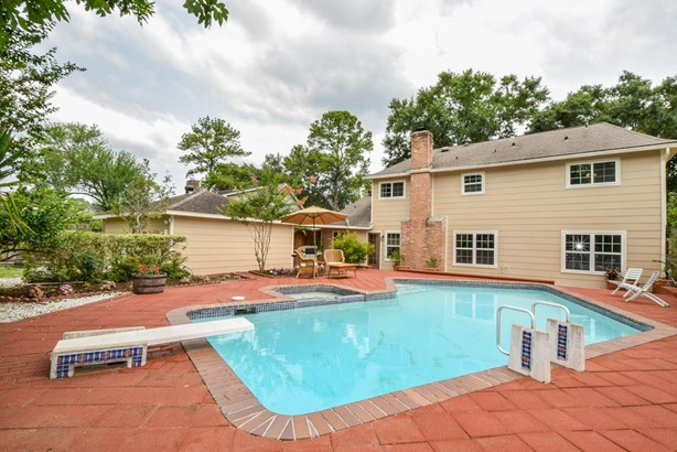 Fabulous 4 Bedroom Home with Pool and Spa and Oversized Backyard with Large Grassy Area Behind Garage for Pets or Gardening. (photo 1)