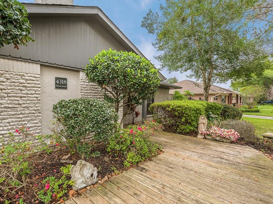 Unique front entrance deck with landscaped gardens leads up to the front door to welcome your guests. (photo 2)