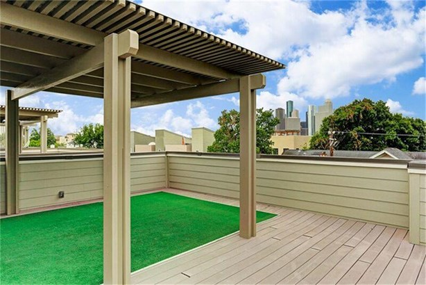 Fabulous Well-maintained Free-standing Corner Home (photo 1)