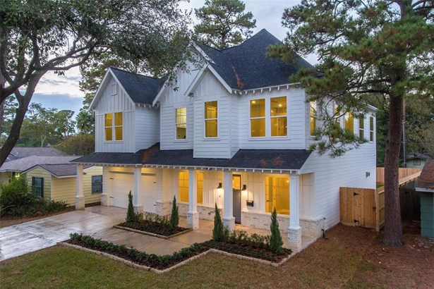 Welcome home to this gorgeous modern farmhouse. No detail has been overlooked in this 2017 constructed property by SF Custom Homes. (photo 1)
