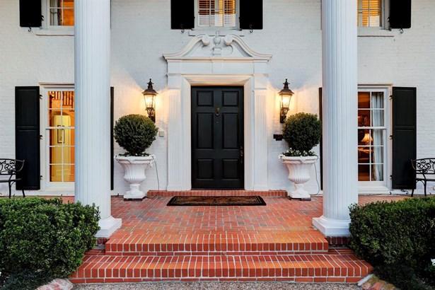 Inviting Entry (photo 3)