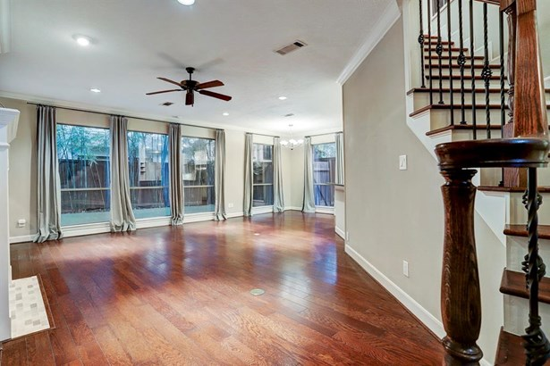 Floor to ceiling windows open the living room to the backyard views (photo 5)