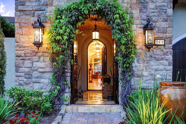 Great reception courtyard entry with beautiful groin vault ceiling (photo 4)