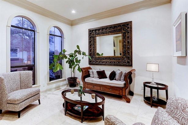 Formal Living room offers you an elegant space for entertaining and features travertine floors, 2 large windows, high ceilings, and crown molding. (photo 4)