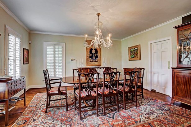 Well-proportioned rooms, throughout. Lovely dining room which leads to butler s pantry and kitchen. (photo 4)