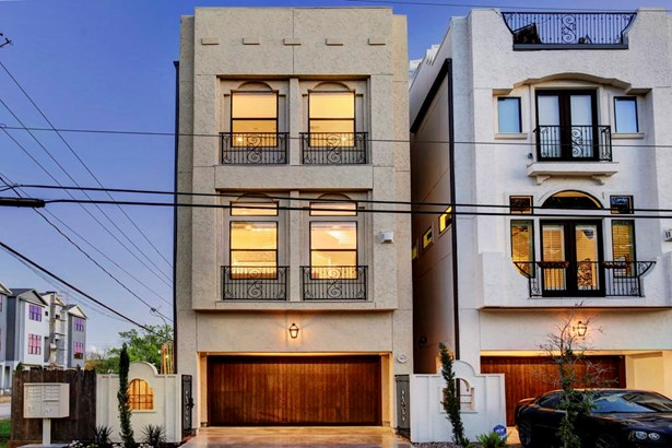 Long private drive offers ample off street guest parking. Wrought iron detailing keeps consistency throughout the development while adding style. (photo 2)