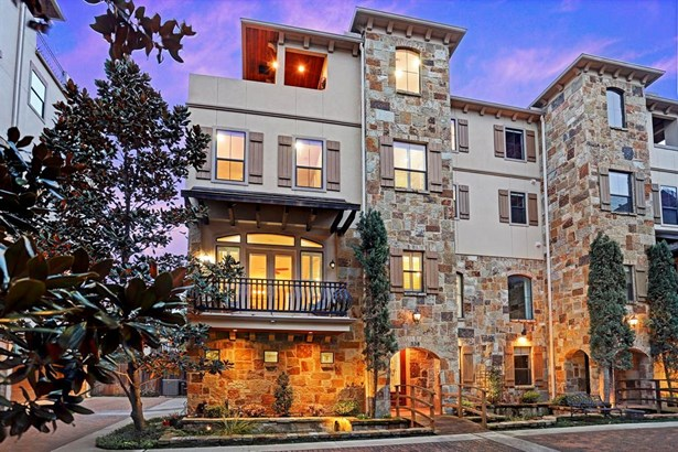 Welcome to 338 Bomar! This 4 story luxury townhome is located in the heart of Montrose in a private, quiet, gated community. It features 3 beds, 3 1/2 baths, a 3 car garage and incredible rooftop deck with outdoor kitchen. (photo 1)
