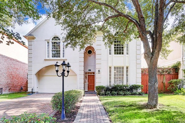 Stunning traditional home located in the desirable neighborhood of Brantwood. (photo 1)